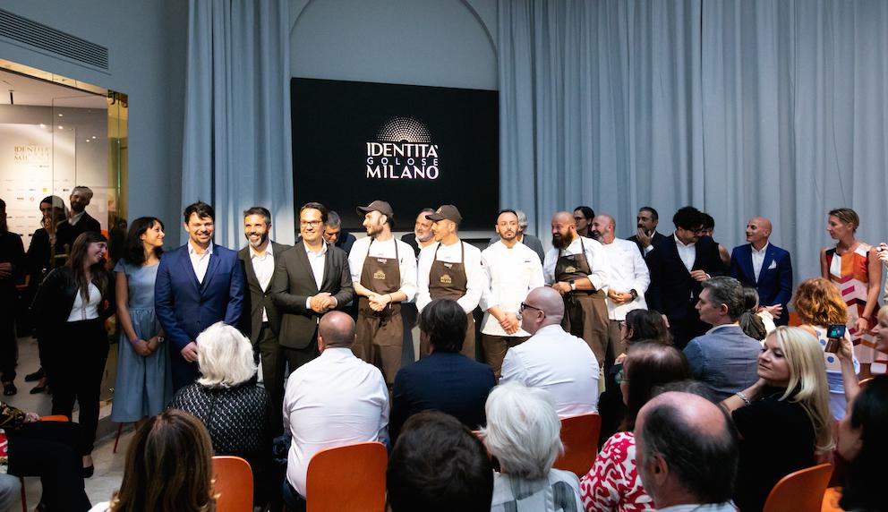 The party at the press conference, earlier this week, on day 1 ofIdentità Golose Milano,the first International Hub of Gastronomy,a great showcase overlooking the world from Via Romagnosi 3, in the centre of Milan (pictures fromSonia Santagostino). For reservations:identitagolosemilano.com/prenotazioni