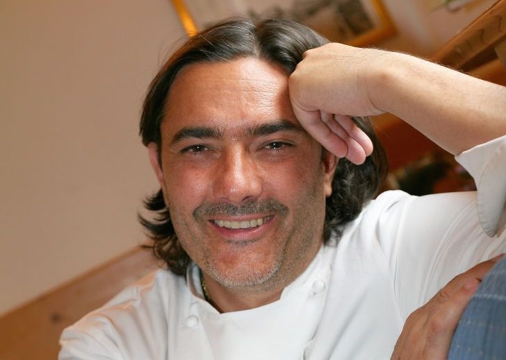 Stefano Masanti was born in 1970 in Madesimo (Sondrio), where he runs Il Cantinone inside Sport Hotel Alpina, one Michelin star since 2008. From Easter to November he takes care of the culinary offer at Vittorio Sattui Winery in Napa Valley, California