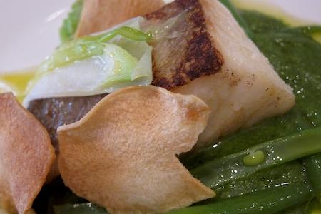 Il Baccalà Gadus Morhua su pinzimonio invernale, zimino di bietole e olio extravergine di Coratina, secondo piatto di pesce di Enrico Panero