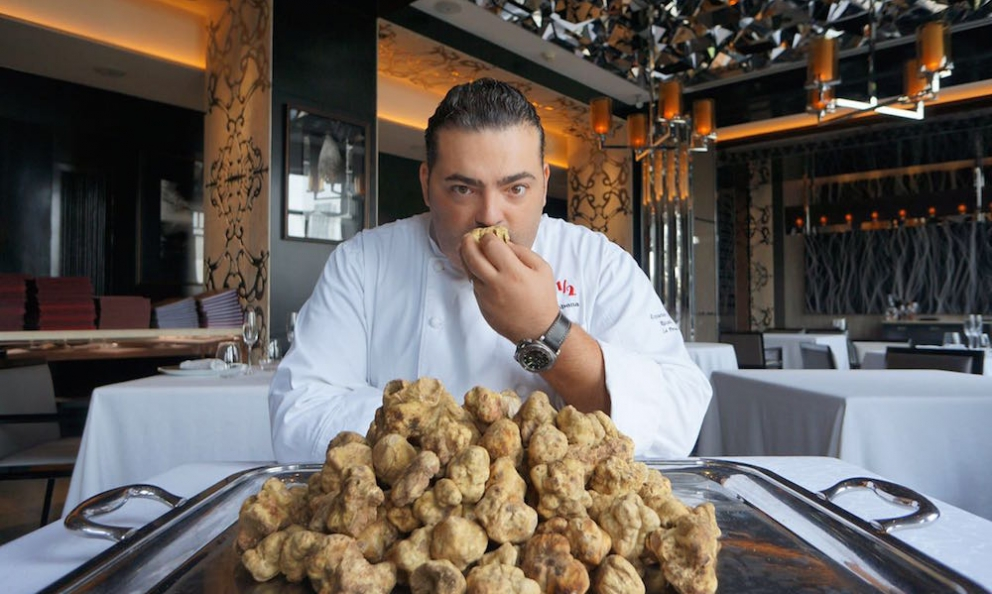 Riccardo La Perna,born in Ragusa in 1978, executive chef at restaurant Ottoemezzo Shanghai. The latter is an important piece in the Chinese mosaic of Umberto Bombana, from Bergamo, whom we'll celebrate at Identità Milano on 4th-6th March 2017. The restaurant in Shanghai conquered two Michelin stars in the first edition of the local Red guide, presented a few weeks ago