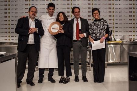Premio Creativit� in cucina a Massimiliano Alajmo, chef e patron delle Calandre a Rubano (Padova), premiato da Piero Gabrieli e Chiara Quaglia di Molino Quaglia. Con loro, Paolo Marchi e Francesca Barberini.