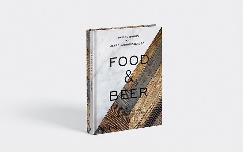 Food & Beer, a book published in English by Phaidon (33.96 euros from Amazon) and signed by Jeppe Jarnit-Bjergsø and Daniel Burns, respectively Danish and Canadian chefs, managers at Tørst and Luksus, a beer bar with restaurant with a Michelin star at Greenpoint, Brooklyn, New York. The book is an organic analysis of food and beer pairing, in 75 recipes