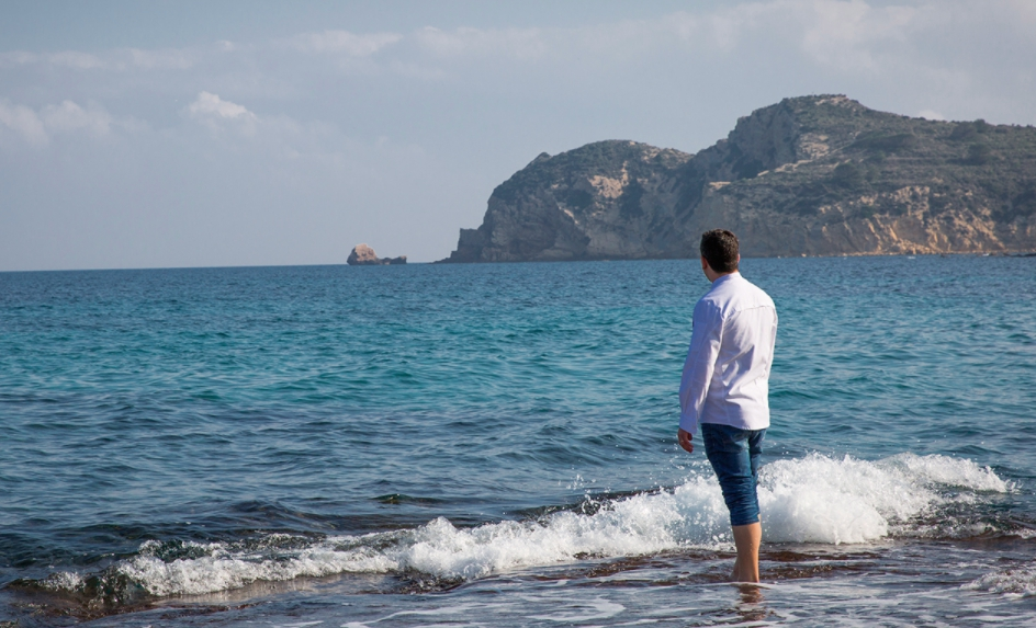 Alberto Ferruz of restaurant Bon Amb in Alicante, Spain. Two Michelin stars since edition 2017, he's looking at the sea of Costa Blanca, the starting point for many of his creations (photo from bonamb.com)