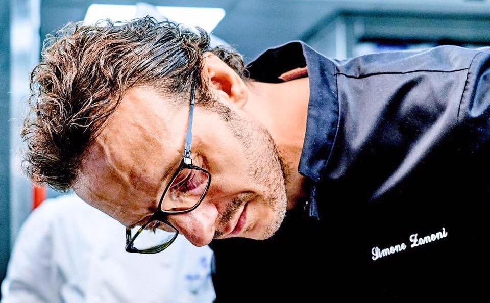 Since August 2016 Simone Zanoni, born in Brescia in 1976, is at the helm of the Italian-Mediterranean restaurant Le George, inside the Four Seasons George V in Paris