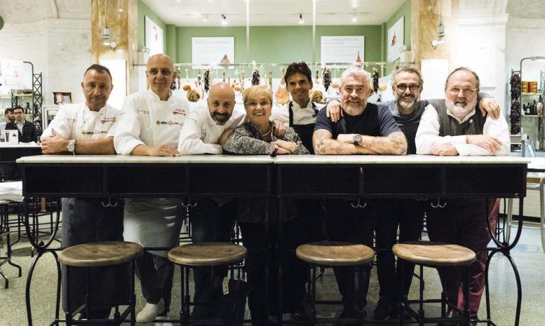 The protagonists of the Dine Around dinner at Eataly Flatiron, a journey of 7 dishes in 7 restaurants, repeated in 6 different shits. A great success. Left to right, Fortunato Nicotra, Franco Pepe, Niko Romito, Lidia Bastianich, Matthew Kenney,Alex Atala, Massimo Bottura and Paolo Marchi (photo and photo gallery by Brambilla/Serrani)