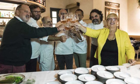 Restaurant Terra at Eataly Los Angeles: Paolo Marchi, Carlo Cracco, Corrado Assenza, Franco Pepe, Lello Ravagnan, Marco Stabile and Lidia Bastianich toast at the dinner marking the end of Identità New York and Los Angeles (photos from Brambilla/Serrani)