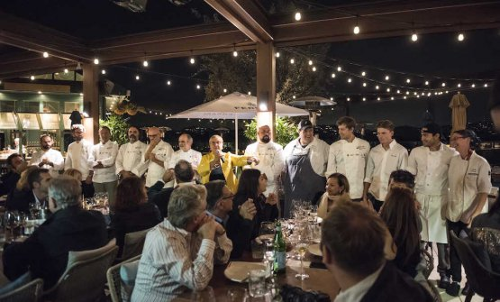 A final souvenir photo with all the chefs