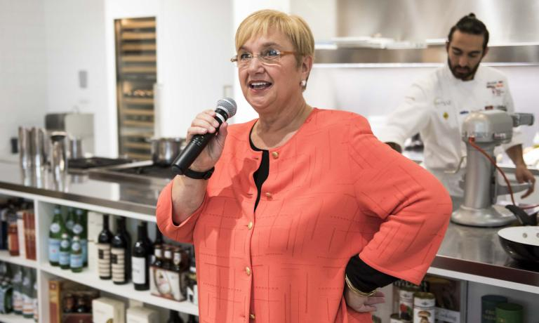A fanciful end to the lesson held by Heinz Beck and Andrew Zimmermann at Eataly Chicago. By popular demand, Lidia Bastianich, the most famous Italian female chef in the US, took the microphone and told us about the menu she served a few days ago to Pope Francis, during his visit to the United States. Seven years ago she did the same with Pope Benedict (photo by Brambilla/Serrani)