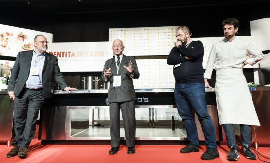 Arrigo Cipriani on the stage of the Auditorium with Paolo Marchi, Raffaele and Massimiliano Alajmo (photo Brambilla-Serrani)
