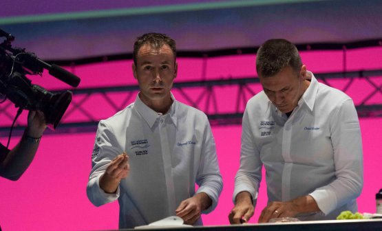 Another picture of Xatruch and Castro on the stage of Gastronomika 2017
