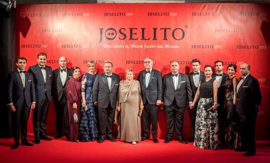 A group photo of theGómezfamily during the celebration ofJoselito's 150th anniversary