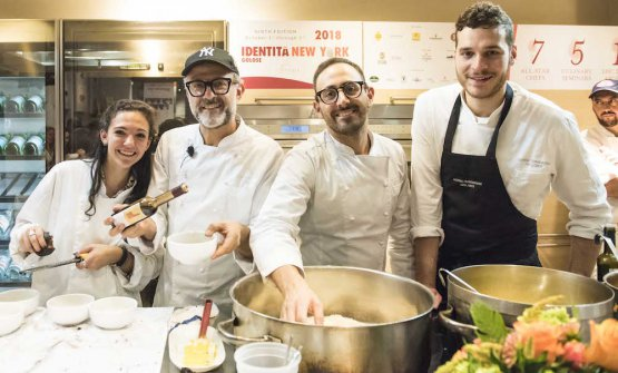 The team from Osteria Francescana opened the Dine Around dinner, the final act after three days of Identità New York. On Friday 5th and Saturday 6th October, it was time for the first edition of Identità Los Angeles (in the photo by Brambilla/Serrani, left to right Alexa and Massimo Bottura, Davide Di Fabio and Francesco Vincenzi)