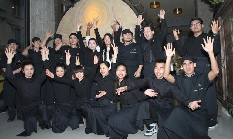 The complete staff of Gong - oriental attitude, which recently opened in Corso Concordia 8 in Milan, +39.02.76023873. Standing, in a white shirt, patron Giulia Lu, sister of Claudio (patron of Iyo) and Marco (of Ba - asian mood). To her left, the chef of Gong Keisuke Koga and ma�tre-sommelier Mototsugu Hayashi, both Japanese
