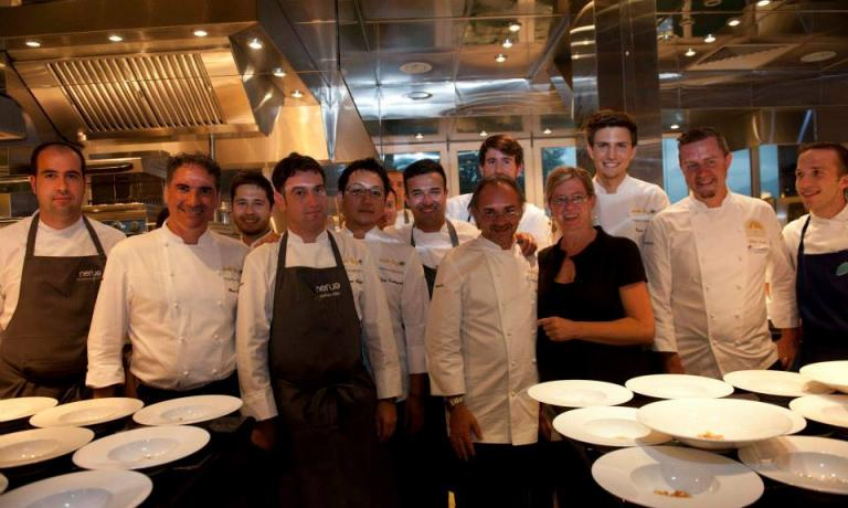 The complete group of guest-chefs on the second day of celebrations for the fortieth anniversary at Piccolo Lago in Verbania. Close up, left to right, Pino Lavarra is the second, and after him Josean Alija, Yoji Tokuyoshi, Vladimir Mukhin and host Marco Sacco. Behind him, the two beanpoles in the background are Giorgio Revelli and, right, Paolo Griffa. (photo credits Paolo Picciotto)