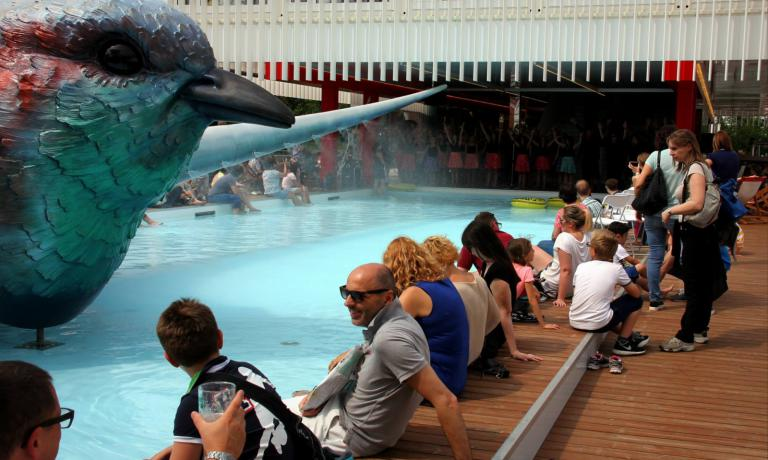 The water in the swimming pool has cooled many of the visitors of Expo during the hottest days