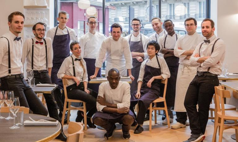 A group photo with the kitchen team from Papillon(tel. +33.01.56798188), one of the most interesting and celebrated novelties in Paris in the early months of 2016. In the middle, patron-chef Christophe Saintagne: after a long and prestigious career next to Alain Ducasse(and shortly also with Jean-François Piège) he decided to work solo