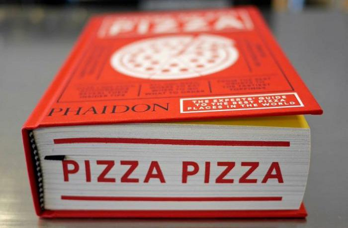 Where to eat pizza is the guide to the best pizzerias in the world written by Daniel Young for Phaidon. It assigns the first place to Pepe in Grani from Caiazzo (Caserta), not without some nuisance...