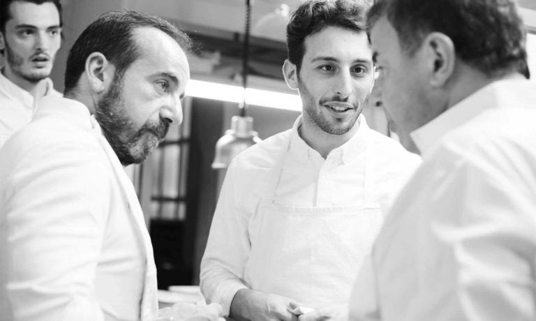 23 May 2016: a few months after the opening,Martin Berasategui (in the photo to the right), cooks at Bros, at his favourite pupils' place (in the centre, Floriano Pellegrino). To the left, there's also JosebaLezama, for 27 years now Martin's executive chef at Lasarte
