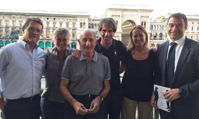 Some of the people who participated yesterday in the presentation of D'O Eat better. Ricette per lo sport (Mondadori-Gazzetta dello Sport, 190 pages, 13.90 euros if you buy it online) by Davide Oldani (fourth from the left). Left to right, coach Fabio Capello from Friuli, Francesca Brambilla (co-author of the photos in the book), Don Gino Rigoldi, Serena Serrani (the other co-author of the photos) ex canoeist and multiple Olympics medalist Antonio Rossi