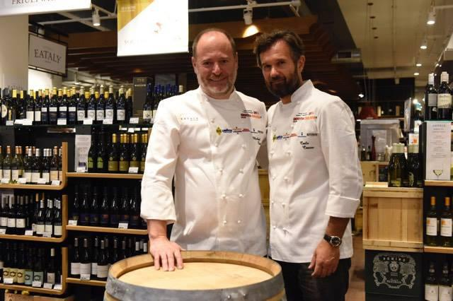 American chef Michael Tusk, born in New Jersey but at work in San Francisco, and Carlo Cracco, born in Vicenza but working in Milan. They were the protagonists in Chicago on Saturday, before a snack at Eataly in the Lavazza corner, and right after a very interesting lesson on pasta Monograno Felicetti (photo by Brambilla/Serrani)