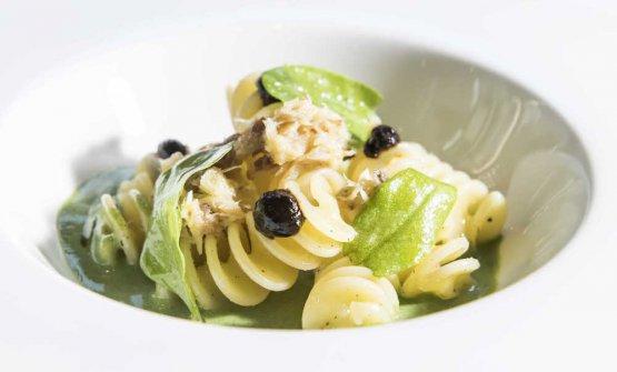 Monograno Felicetti Fusillone Matt, sorrel, smoked mackerel and black garlic byCarlo Cracco