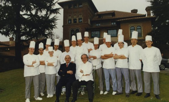 Paul Bocuse and Gualtiero Marchesi in a photo from 1995, at Albereta in Erbusco. Two giants who passed away in a matter of a few weeks (photo from artasersepasqual.com)