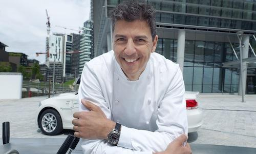 Andrea Berton, in a shot taken in Porta Nuova Varesine, the location in which at the end of September Ristorante Berton Milano will open, with 40 places over 360 square metres. The day after tomorrow, instead, the chef from Friuli will open, together with his partners from the already established Pisacco, Dry, also in via Solferino, a new concept of restaurant, mixing Neapolitan style pizza and quality cocktails (photo by Monica Silva)