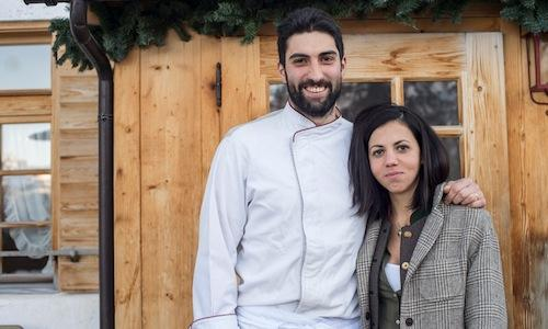Riccardo Gaspari and partner Ludovica Rubbini, the former from Cortina d'Ampezzo, the latter from Bologna, chef and dining room lady in the interesting agritourism El Brite de Larieto (The mountain top among the larches, tel. +39.368.7008083), not far from the road that from Cortina to Passo Tre Croci