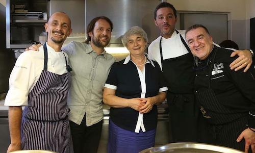Ren� Redzepi with the 4 Italian chefs coooking for him at the�Enoteca del Roero in Canale (Cuneo), after he was given the award Orti e frutteti. Left to right,�Enrico Crippa of Piazza Duomo in Alba, Redzepi, Gemma Boeri of Osteria da Gemma in Roddino, the resident chef Davide Palluda and Massimo Camia (photo by Carpediem)