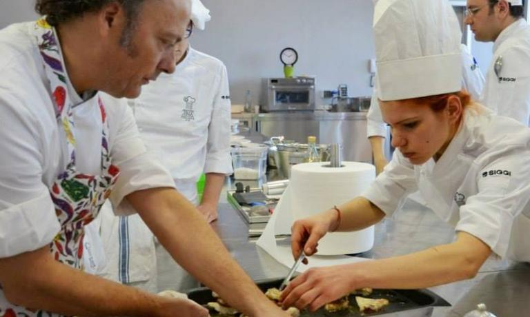 To the right, with Moreno Cedroni, Aurora Storari. Roman, 22, with a training at Alma, an internship at Mentone's Mirazur, after the Cucina italiana Master she arrived at Hedone, London, 1 Michelin star. She was soon promoted as the starters' chef de partie