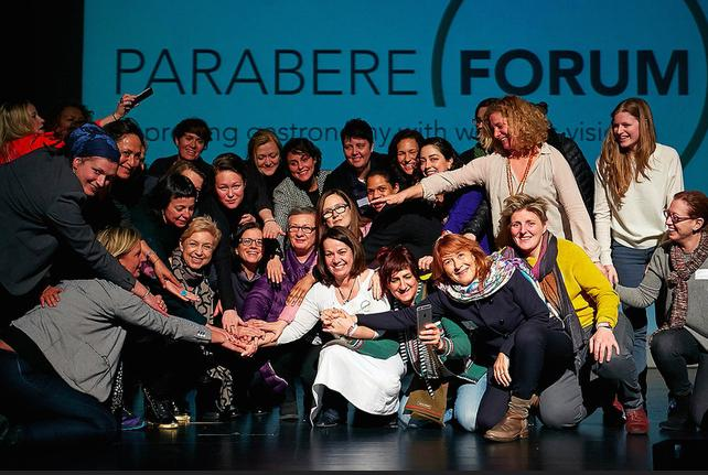 The lively final image of Parabere, the forum that took place in Bilbao on the 1st and 2nd of March to �improve gastronomy with women's vision�. In the centre, dressed in white, there's curator and organiser Maria Canabal