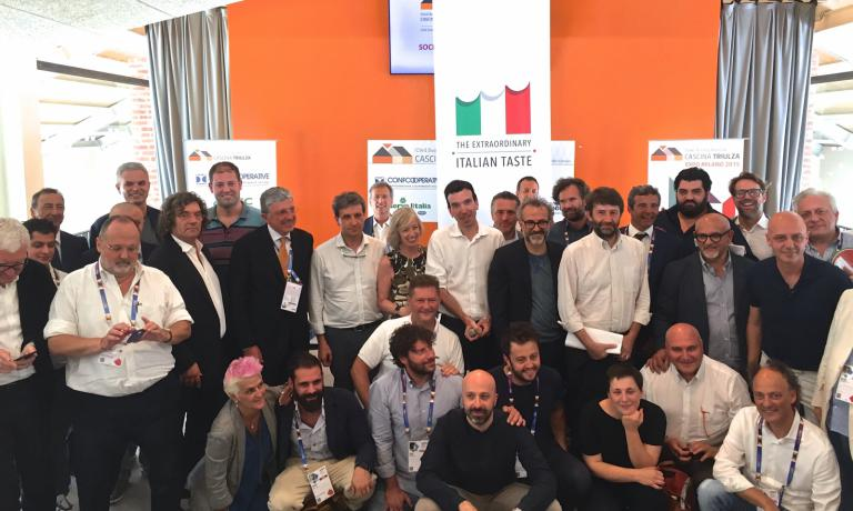 A final group photo at the end of the work session of the second Forum della cucina italiana, a few hours ago at Expo Milano 2015 (photo Carlo Passera)