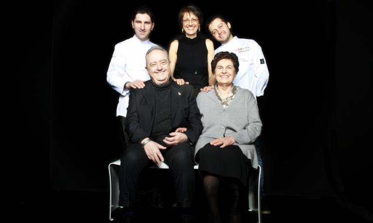 Il Luogo di Aimo e Nadia in five faces (minus the ones in the dining room, Alberto Piras and Nicola Dell'Agnolo): standing, Fabio Pisani, Stefania Moroni and Alessandro Negrini; sitting, Aimo Moroni and his wife Nadia. In the second part of this interview, Aimo and Stefania tell us their relationship with taste