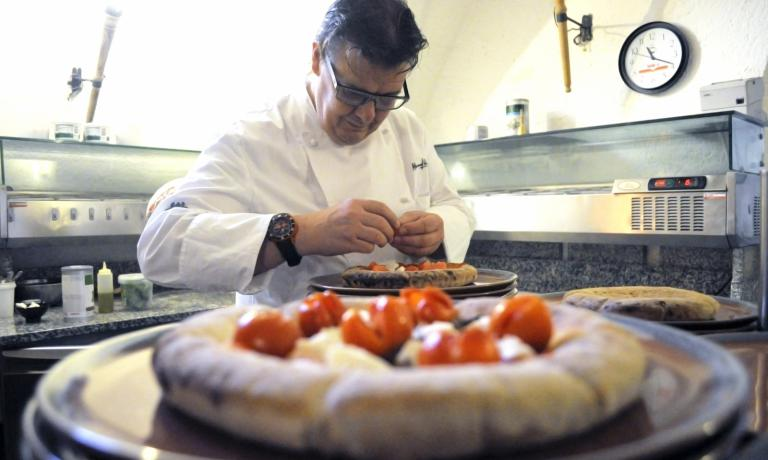 Alessandro Gilmozzi, El Molin at Cavalese (Trento), and his pizza. Before Gilmozzi, other great chefs told us their relationship with pizza: Ugo Alciati, Moreno Cedroni, Nino Di Costanzo, Andrea Mattei, Peter Brunel and Nobuya Niimori.