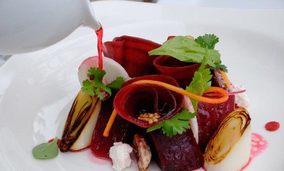Beetroot salad in different textures