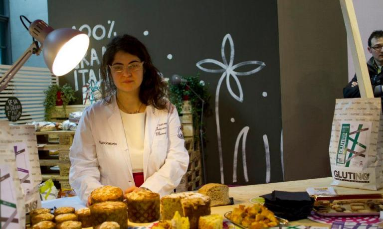 Francesca Morandin, yeast expert from Valle d�Aosta: she registered a patent for mother yeast made with gluten-free wheat. During Identit� Milano she will prepare a high quality breakfast made with bread, butter and jam, with strictly gluten-free bread, made with mother yeast, a mix of flour and PetravivaBricks