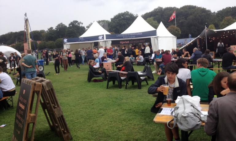 The Aarhus Food Festival registered 30 thousand visitors during the weekend. Among the stands, many craft beer brands, liquid nitrogen ice-cream kiosks, apple distillers, smørrebrød interpreters and producers of the delicious Unika cheese