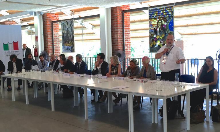 Paolo Marchi during his introduction to the second Forum delle famiglie [non serve tradurre ma � davvero delle famiglie?}
