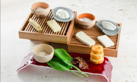 Cheeseboard, the house selection of cheese (photoSemen Kuzmin)