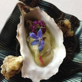 Seaside pil-pil oyster with slightly spiced flowers and anemones in a light tempura