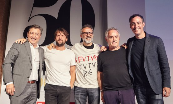 A souvenir photo on June the 27th at the end of a talk show on the future of gastronomy in Barcelona. All dedicated to the World's 50 Best Restaurant. Left  to right: Joan Roca, Renè Redzepi, Massimo Bottura, Ferran Adrià and Will Guidara. At the time of the photo,  Daniel Humm, who guides Eleven Madison Park in New York with  Guidara had already left