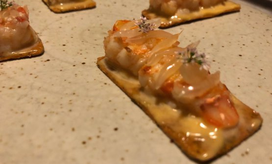 Thai crayfish on khakhra, a very popular cracker in western-Indian cuisine. A nice synthesis of the skills of Garima Arora, chef at Gaa, the restaurant right in front of Gaggan