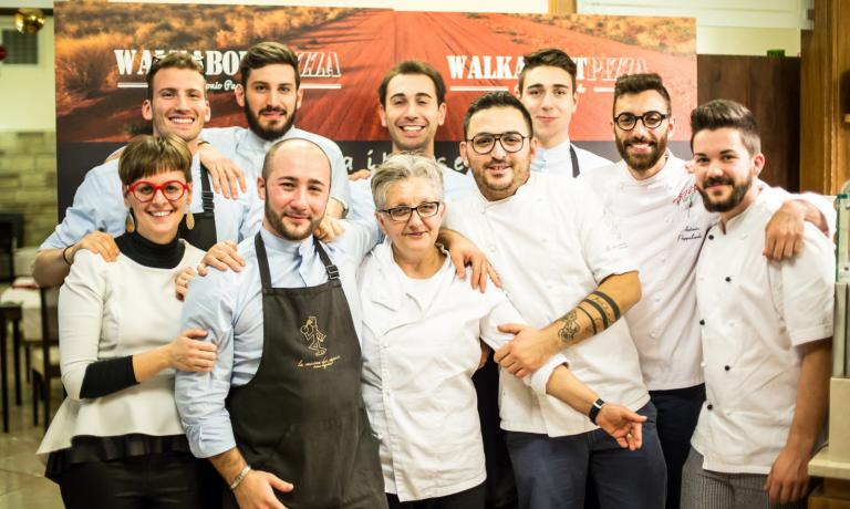 The staff at La Cascina dei Sapori at the end of the Walkabout Pizza event: Antonio Pappalardo is the second to the right (photo credits Aromicreativi)