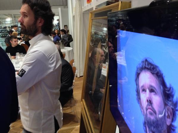 Carlo Cracco doubles: in front of an authentic painting by Modigliani, there's the one in the flesh and the image shown in the monitor of the Ristorante Italia on the fourth floor of Eataly Roma, last Monday, 18th February at Stazione Ostiense. Born in Vicenza and now based in Milan, he opened the series of 12 story-dinners called Ieri, oggi e domani (yesterday, today and tomorrow) dedicated to the Great Italian contemporary cuisine