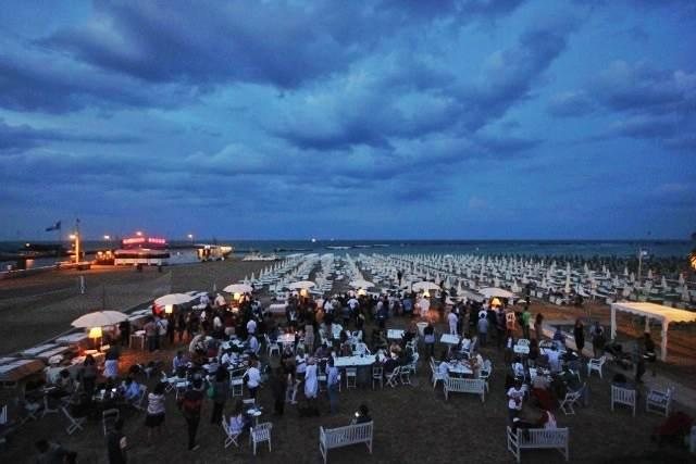 For the second time, the beach in Cesenatico hosted this event dedicated to the queen of food in Romagna: five different interpretations of piadina, supplied by as many restaurateurs coming from different areas in region