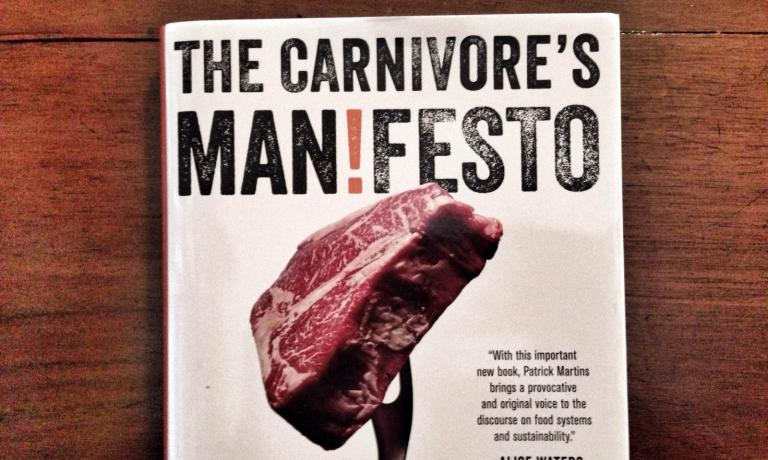 The Carnivore's Manifesto by Patrick Martins (with the aid of journalist Mike Edison) was published last May in the United States, by publisher Little Brown. The author is not only the founder of Slow Food Usa, but also of Heritage Foods Usa, a company focused on the distribution of meat from sustainable breeders that pay attention to biodiversity, and of the web-radio channel Heritage Radio Network, producing programmes on all that regards food culture