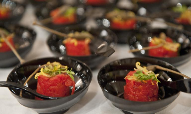 The Fake tomato with real tuna by chef Michele Rotondo of Masseria Petrino in Palagianello (Taranto), one of the endless delicacies that during the last weekend have characterised the Trani International Festival, a feast dedicated to good food and its protagonists (photos and photo gallery by Giuseppe Tricarico)