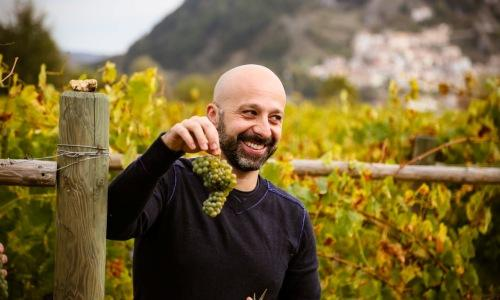 "Jack of all trades. Niko Romito, chef at restaurant Reale Casadonna, two Michelin stars, among his vineyards in Castel di Sangro. After this first vintage he will bottle a ""beyond organic"" (90) pecorino with a great ageing potential (photo Il Centro di Pescara)"