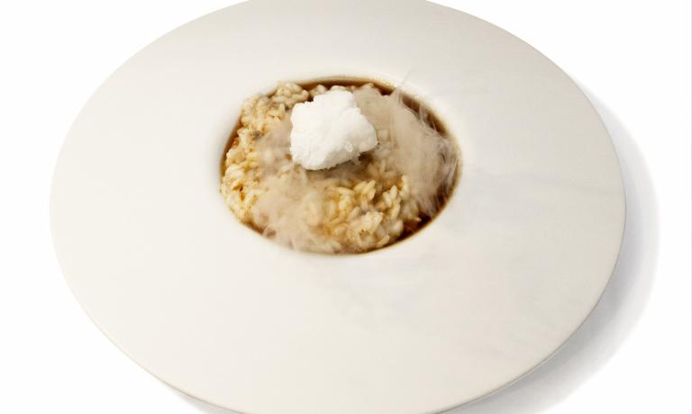 Stefano Cipollini is the sous-chef at restaurant La Montecchia in Selvazzano Dentro, Padua. For his first course at Premio Birra Moretti Grand Cru he presented a risotto rich in strong flavours, made precious by a frozen Birra Moretti meringue