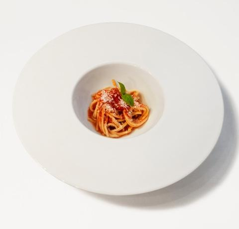 This dish, presented by Maurizio De Riggi, chef at Markus in San Paolo Bel Sito (Naples) for the finals of Premio Birra Moretti Grand Cru, plays with the guests' perception. Making them think this is a first course, and then surprising them with the pairing of cherry tomatoes with strawberries and cinnamon